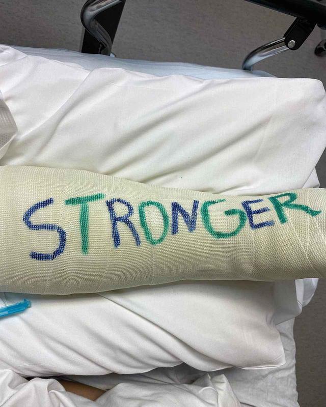 画像: ブリトニーが左脚を骨折