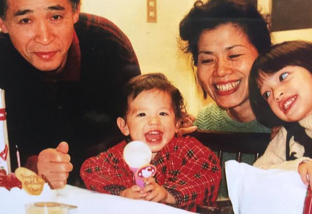 画像: 2歳の頃のコナン・グレイ。幼い頃は日本語が第一言語だったけれど、今では英語メインだという。©Conan Gray
