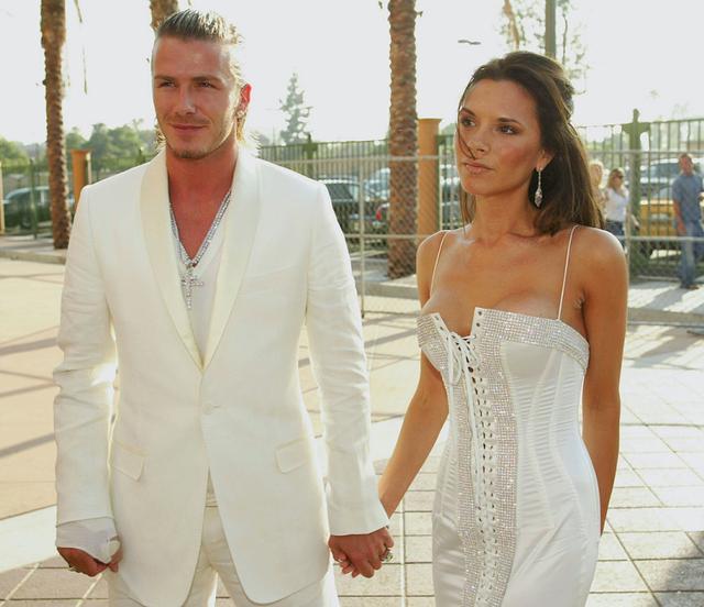 画像: 憧れカップルと注目され、おそろい風ファッションも話題になったデビッド&ヴィクトリア。写真は2003年のMTVムービー・アワードにて。