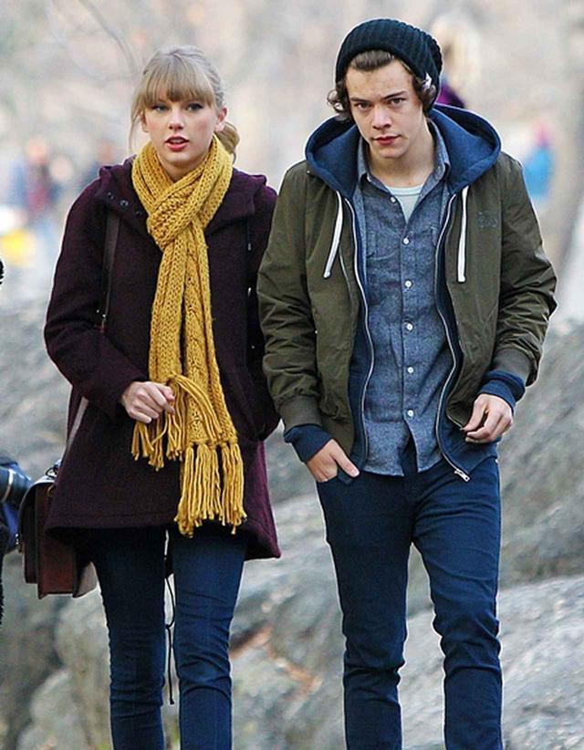 画像: 交際していた頃のテイラーとハリー。2012年の9月から翌年の1月まで、約3ヵ月間という短い交際期間ながらも、人気シンガー同士とあり、世間の注目を集めた。