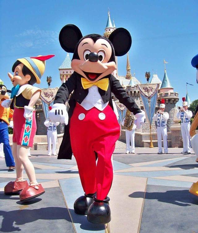 画像: 今までミッキーマウスの乗り物がなかったワケ