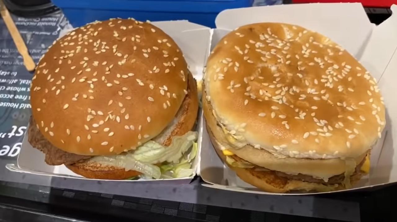 画像: 左側が買ったばかりのビッグマックで、右側が14ヵ月放置されたビッグマック。 ⓒBEEPER BEEF/YouTube