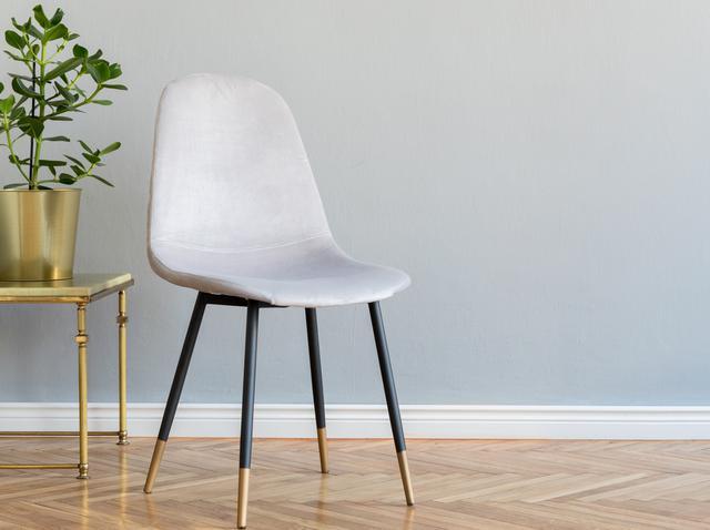 画像: 椅子を使って腹筋