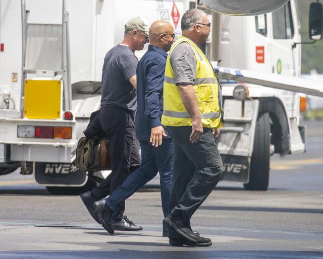 画像: 1月下旬にオーストラリア入りした時の写真。トムは左の帽子を被った男性。