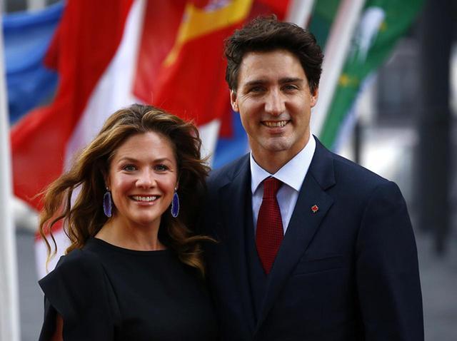 画像: ソフィー夫人とトルドー首相。