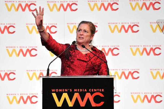 画像: アビゲイル・ディズニー。活動家である彼女は、これまでにもディズニー・リゾ―トの現経営陣の運営体制やキャストと呼ばれるパーク従業員たちの労働条件の改善について意見を述べたことがある。