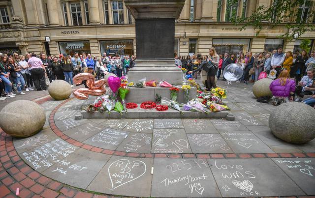 画像: 事件から2年が経過した2019年5月にマンチェスター市内で行なわれた追悼セレモニーの模様。
