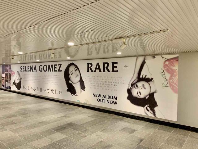 画像2: セレーナの特大広告が渋谷駅に出現