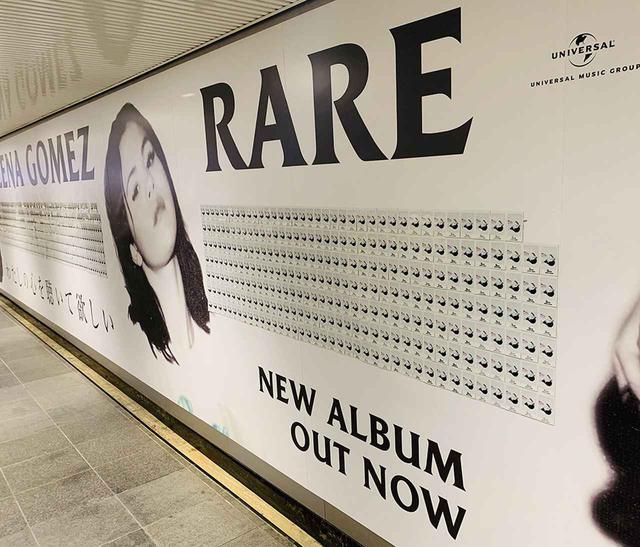 画像1: セレーナの特大広告が渋谷駅に出現