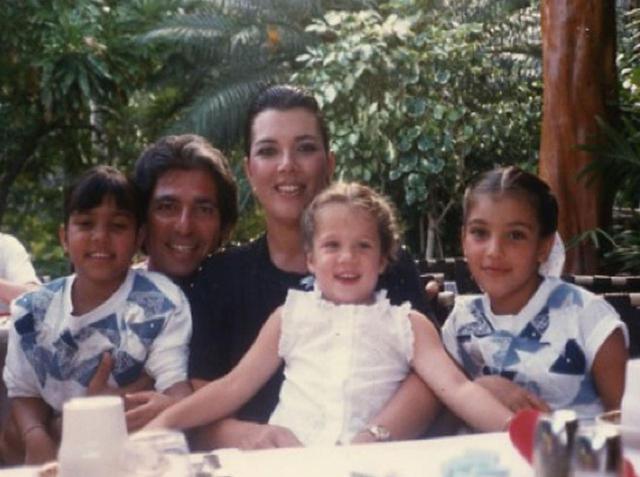 画像: 子供たちが幼い頃の家族写真。