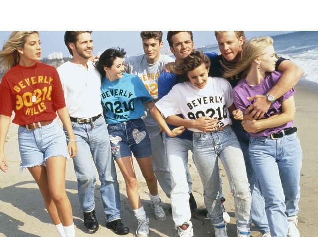 画像: 懐かしくて、新しい!『ビバリーヒルズ高校/青春白書』の90sファッションが一周回っておしゃれ - フロントロウ -海外セレブ情報を発信
