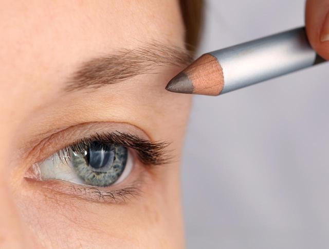 画像: 眉頭の作り方