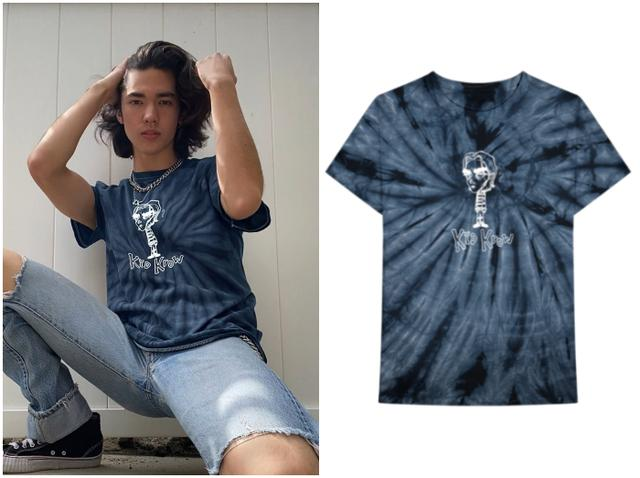 画像: コナンがジーンズ&チェーンネックレスを合わせてスタイリングしたこちらのTシャツをプレゼント。 shopuk.conangray.com
