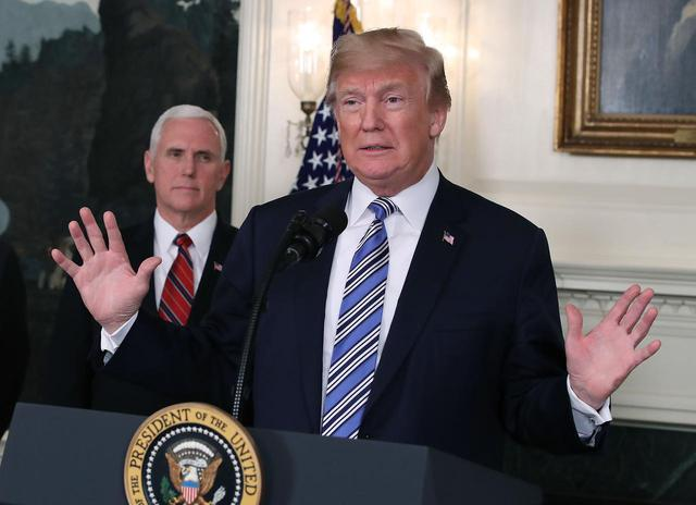 画像: ペンス副大統領(左)とトランプ大統領。