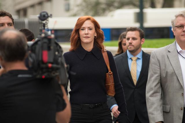 画像: テイラーのパブリシスト(広報担当)のトゥリー・ペイン。2017年にテイラーが勝訴したセクハラ裁判の法廷にも彼女の姿があった。