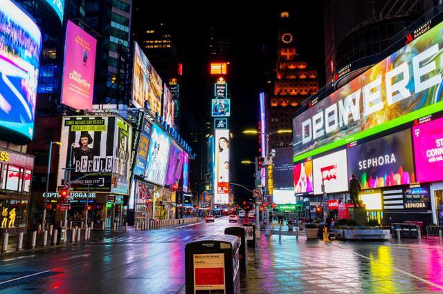 画像: 外出自粛要請により無人となったニューヨークのタイムズスクエア。