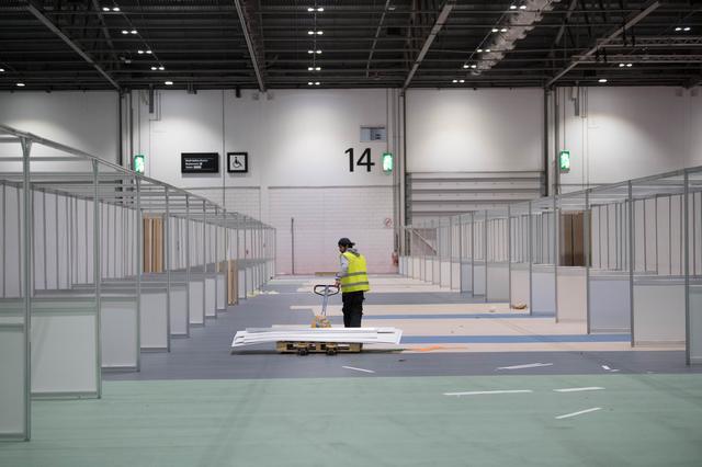 画像: イギリスでは病床数が足りず、コンベンションセンターを新型コロナウイルス患者の受け入れ施設に改造する作業が急ピッチで進められている。
