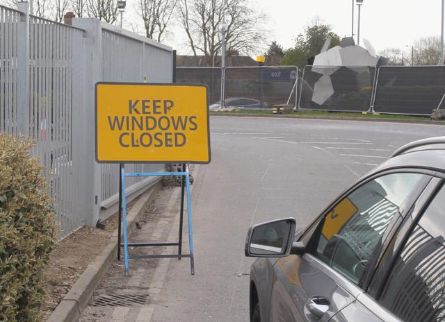 画像: 感染拡大防止に万全を期すため、「窓を閉めたままに」という警告も。
