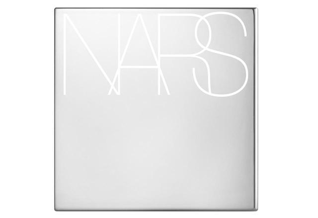 画像: メタリックがクールなNARSの限定ケース