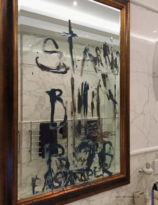 画像: ジョニーが滞在先の鏡に書いたとされる文字。