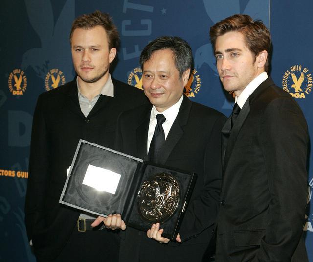 画像: 『ブロークバック・マウンテン』のヒース・レジャー(左)、アン・リー監督(中央)、ジェイク・ギレンホール(右)。