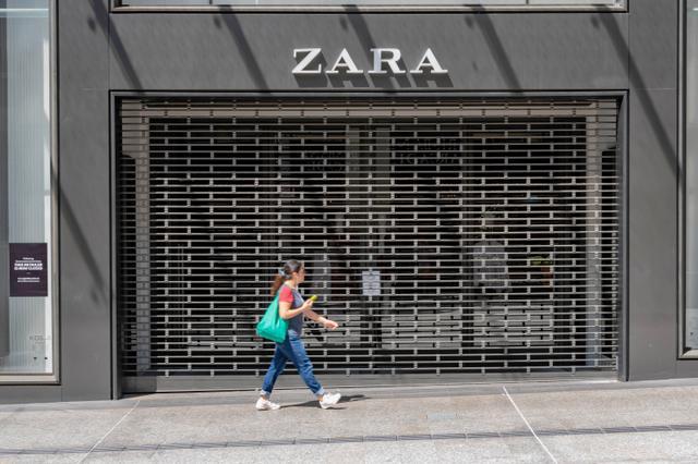 画像: 臨時休業中のオーストラリア・クイーンズにあるZARA店舗。