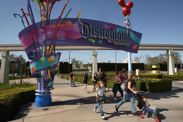 画像: 営業再開後のディズニーランドはどうなる?