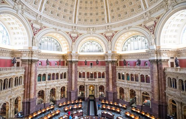 画像: 歴史に残る重要な書物を取り揃えるアメリカ議会図書館