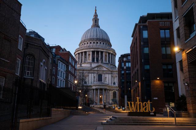 画像: イギリス・ロンドン。不要不急の外出が禁じられているほか、外出の際は周囲と2メートルの間隔を開けることが求められている。
