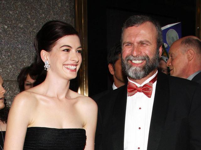 画像: 2009年の第63回トニー賞でのアンと彼女の父。