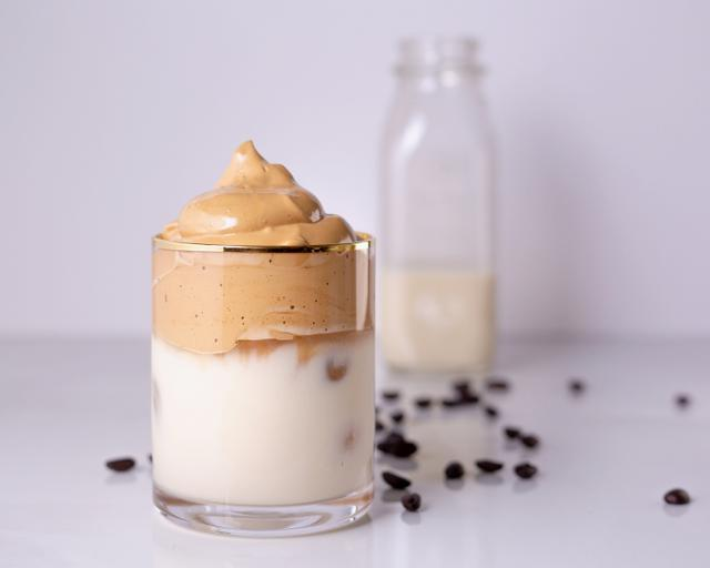 画像2: リゾ、流行りの「ダルゴナコーヒー」を作ってみた