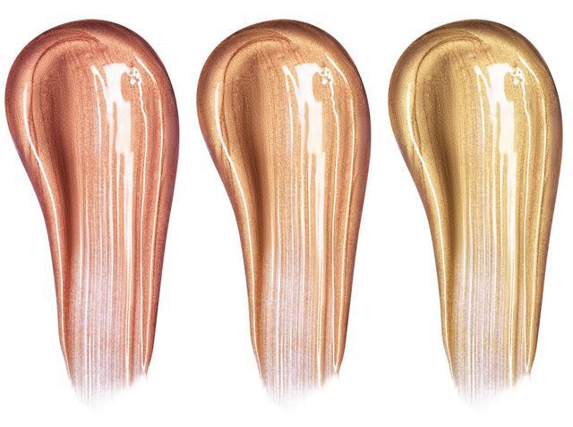 画像: 唇の中央にゴールド系のグロスをのせる