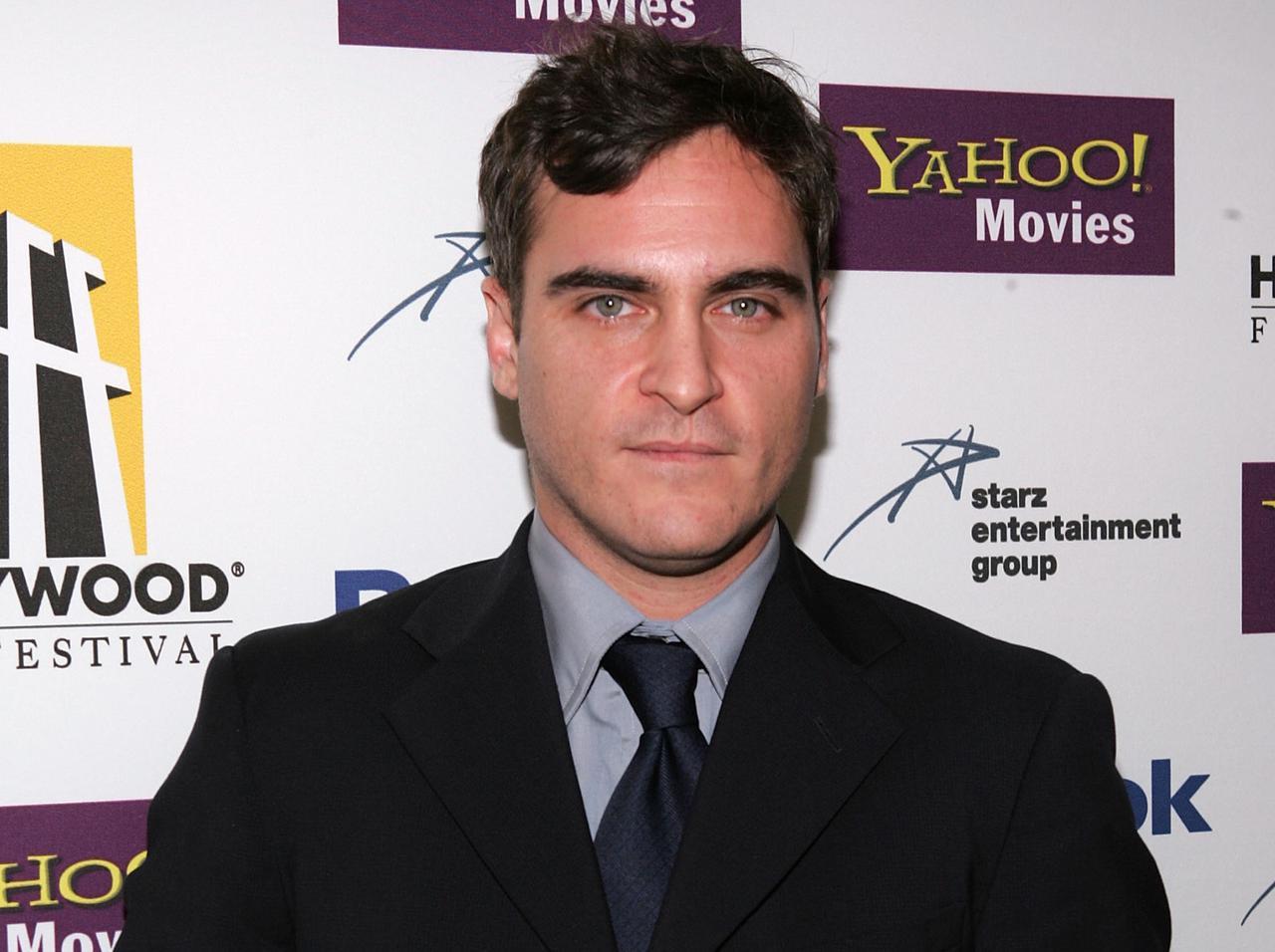 画像: 2005年10月24日に、第9回ハリウッド映画賞に出席した際のホアキン・フェニックス(当時30歳)。
