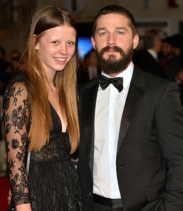 画像: 2014年のロンドン映画祭にて。シャイアとミアは映画『ニンフォマニアック』(2013年)での共演がきっかけで恋仲に発展した。