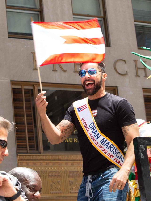 画像: 2019年のプエルトリカンデーパレードに参加したリッキー・マーティン。