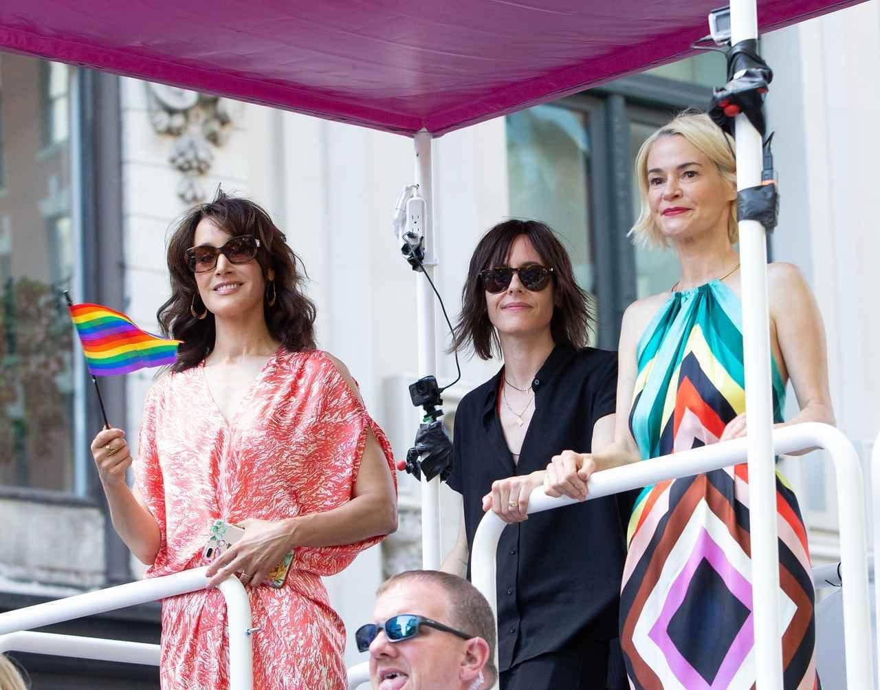 画像: ドラマ『Lの世界』のジェニファー・ビールス、キャサリン・メーニッヒ、レイシャ・ヘイリー。