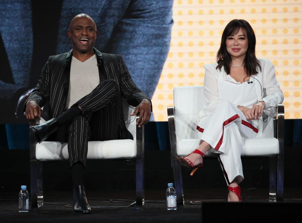 画像: ウェイン・ブレイディとマンディ・タケタ。ウェインが司会を務めるBYU TVの新リアリティ番組『Wayne Brady's Comedy IQ』には妻のマンディも出演する。