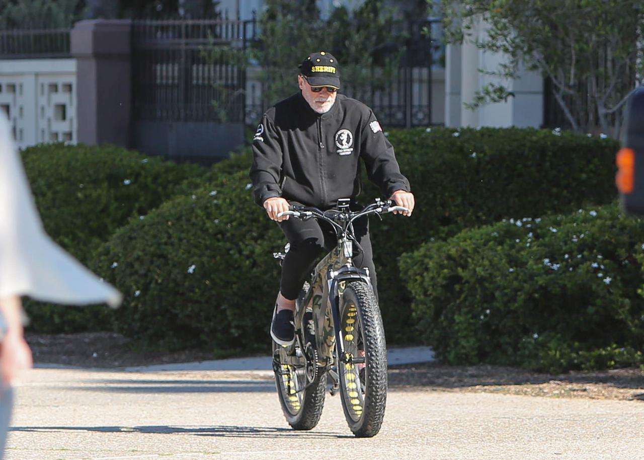画像1: 自宅隔離中はサイクリングが趣味