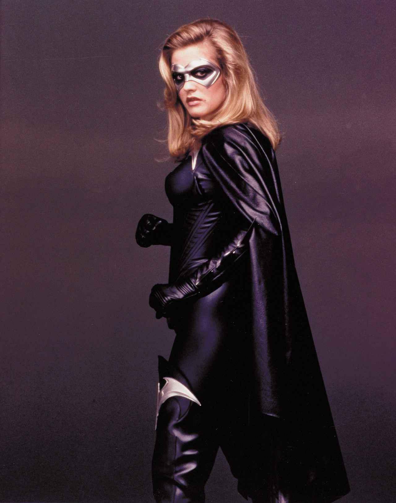 画像: 『バットマン&ロビン/Mr.フリーズの逆襲』でバットガールを演じたアリシア。 ⓒWARNER BROS. PICTURES / Album/Newscom
