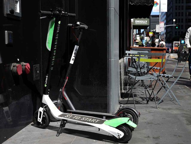 画像: レンタル電動スケーター業界では、Bird(バード)とLime(ライム)がシェア大手。街のあちこちへの乗り捨てが新たな社会問題となっている。