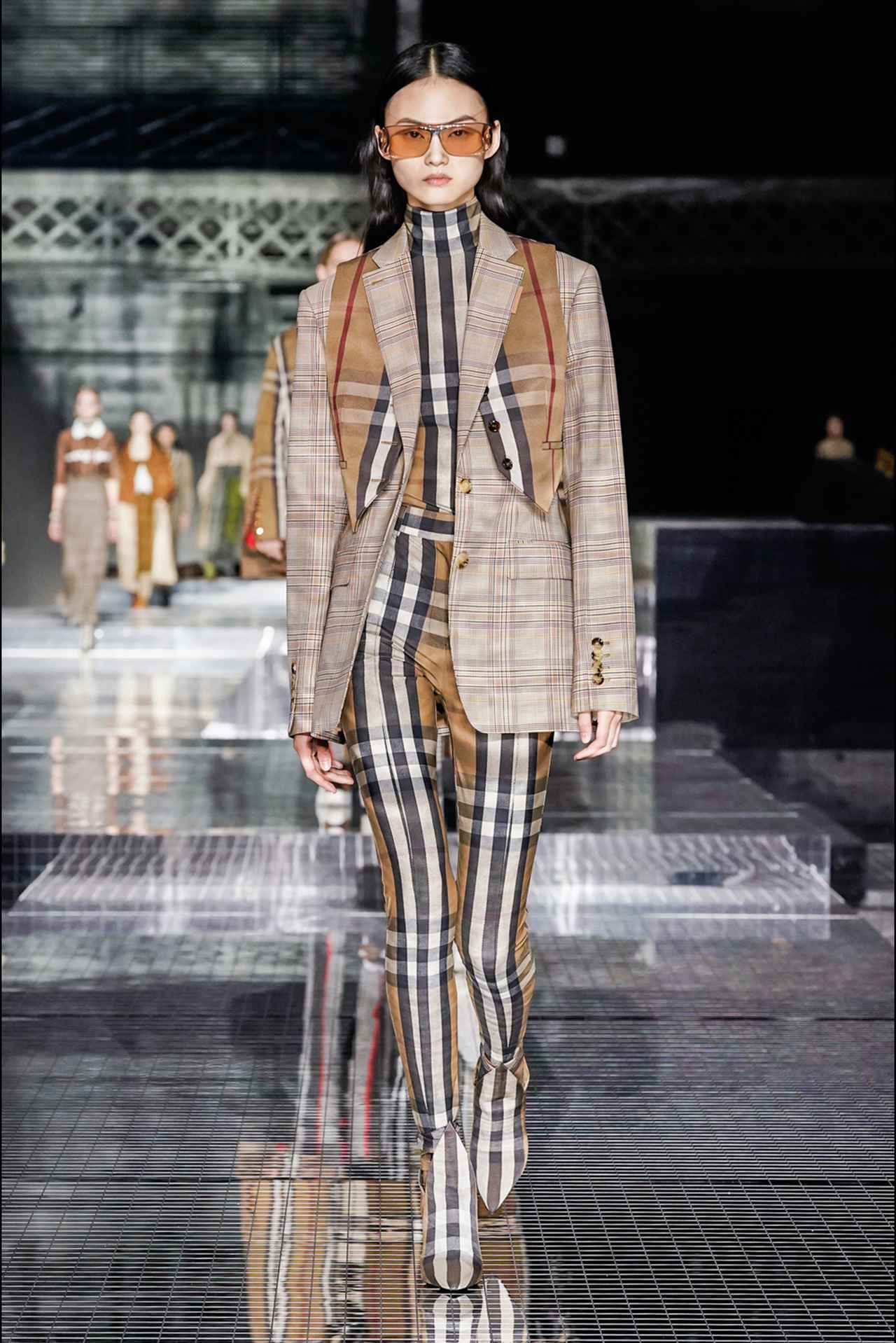 画像: ロンドンファッションウィークの新しい試みとは?