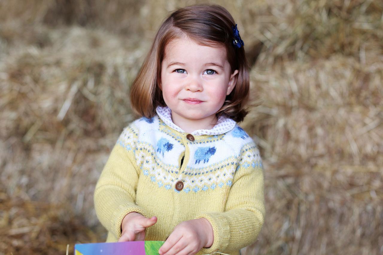 画像: 2017年、2歳の誕生日に公開されたシャーロット王女のポートレート写真。