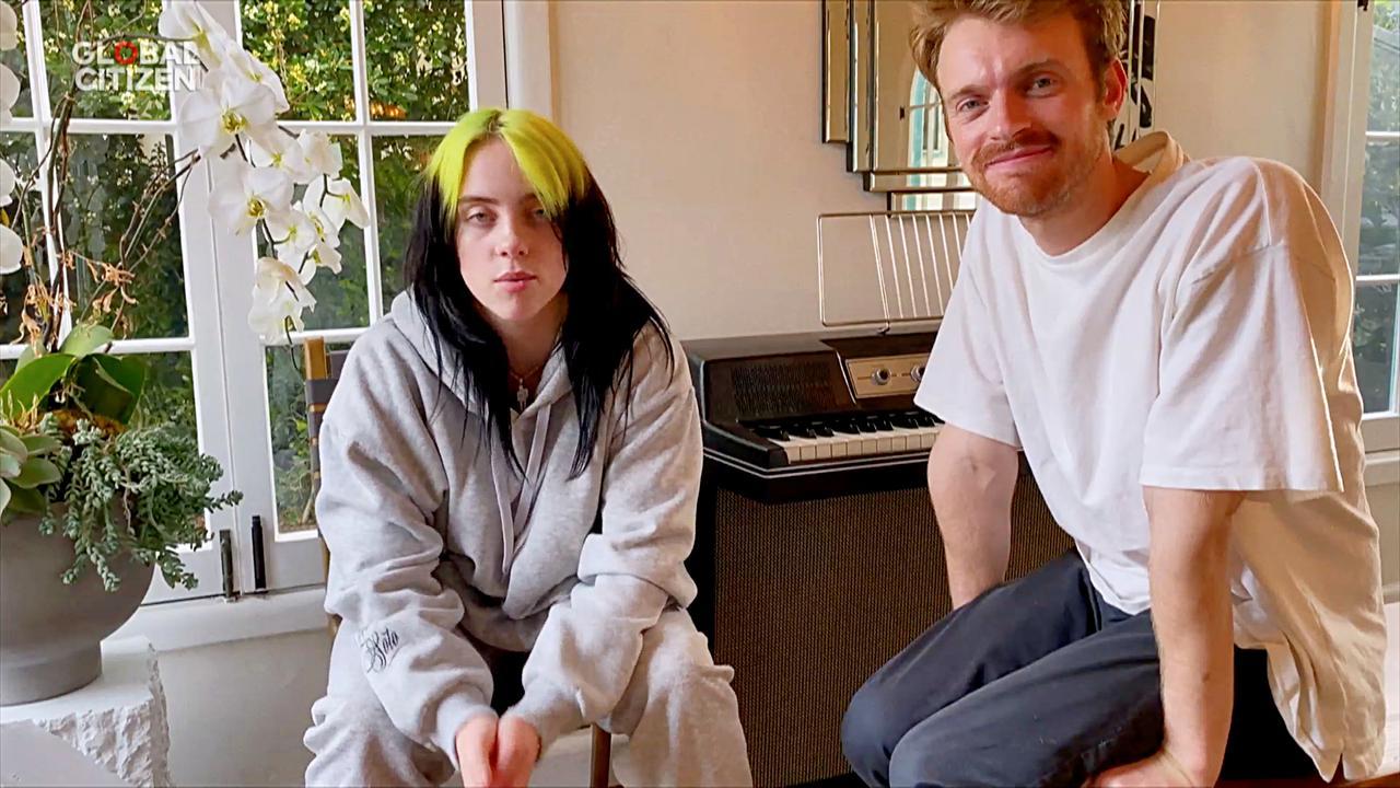 画像: 先日、ワン・ワールド:トゥギャザー・アット・ホーム(One World: Together at Home)でもパフォーマンスを披露していたビリーとフィニアス。