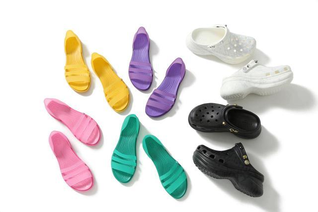 画像: (左4足)Ray BEAMS x Crocs Tulum Open Flat Sandal (右2足)Ray BEAMS x Crocs Classic Bae Clog