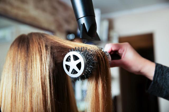 画像2: 髪のボリュームは、乾かし方で変わる!