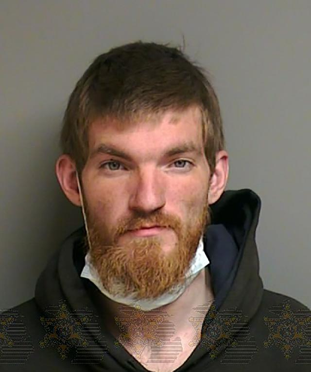 画像: 警察によって逮捕後に撮影されたマグショット(証明写真)。新型コロナウイルス感染予防のためか、マスクをしているのが印象的。