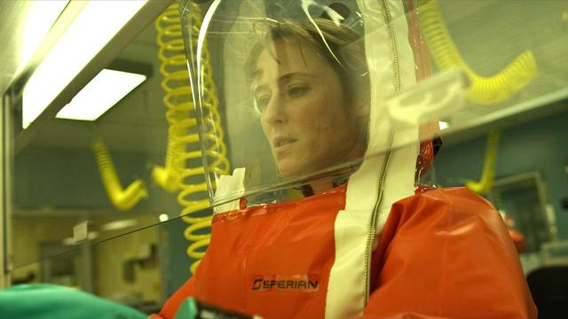 画像: ジェニファー・イーリー演じるアリー・ヘクストール医師。 ⓒWARNER BROS. PICTURES / Album/Newscom