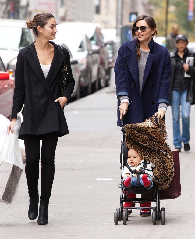画像: 息子フリんくんを連れて、リリー・オルドリッジとニューヨークでお出かけ。