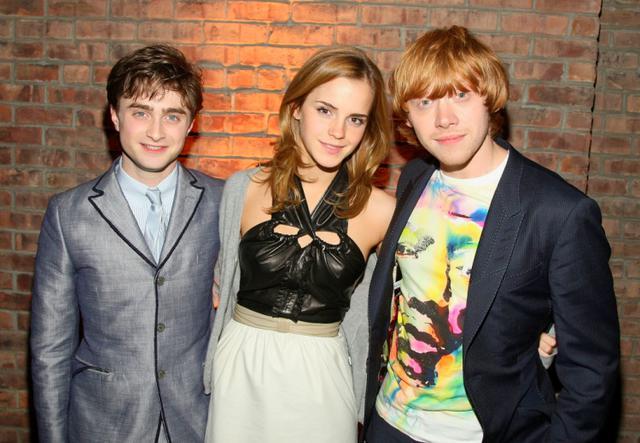 画像: 2009年、『ハリー・ポッターと謎のプリンス』のプレミアのアフターパーティーにて。当時3人は20歳前後だった。