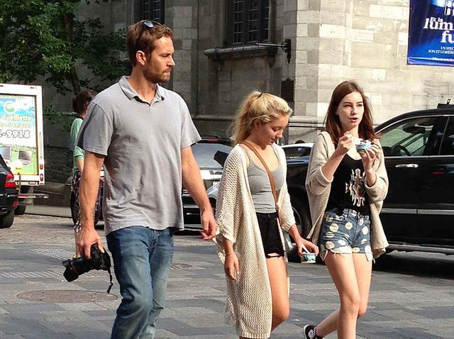 画像: ポール、ミドゥと彼女の友人。